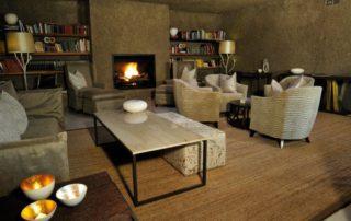 Sabi-Sabi-Earth-Lodge-Bar-Lounge-Library