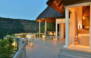 Clifftop-Exclusive-Safari-Hideaway-Suite-Evening