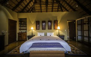 Tshwene-Bedroom.