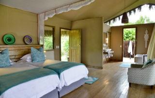 Chundu-Island-Suite-Twin-Beds-scaled