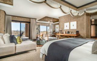 Sabi-Sabi-Earth-Lodge-Luxury-Suite-Bedroom.