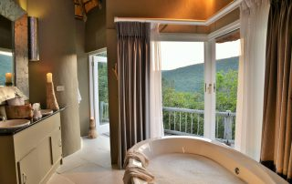 Clifftop-Exclusive-Safari-Hideaway-Suite-Bathroom