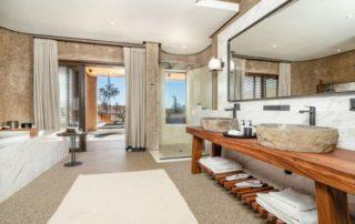-Sabi-Sabi-Earth-Lodge-Luxury-Suite-Bathroom