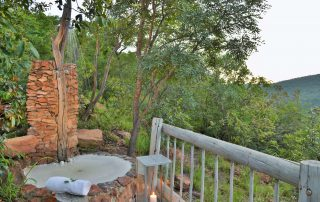 Clifftop-Exclusive-Safari-Hideaway-Suite-Outdoor-Shower