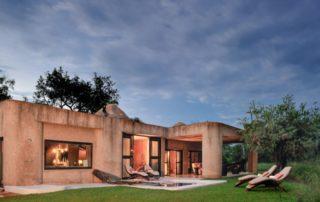 Sabi-Sabi-EArth-Lodge-Amber-Suite-Exterior.