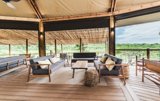 Mdluli-safari-lodge-lounge-outside-dec