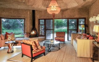 abi-Sabi-Earth-Lodge-Amber-Suite-Lounge.