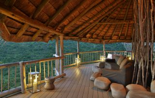 Clifftop-Exclusive-Safari-Hideaway-Guest-Outside-Seating-Area