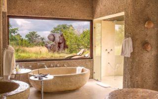 Sabi-Sabi-Earth-Lodge-Amber-Suite-Bathroom