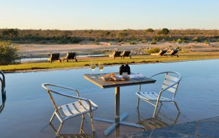 Mjejane-River-Lodge-Dining-in-pool