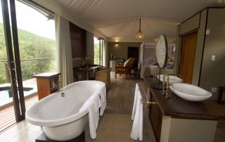 Inzalo-Safari-Lodge-Bathroom