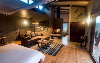 Rhino-Ridge-Safari-Lodge-BUSH-VILLA-LOUNGE-INT-Guy-Upfold