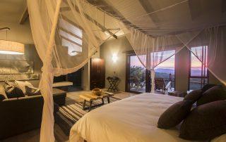Rhino-Ridge-Safari-Bush-Villa-interior-showing-deck-view-Guy-Upfold