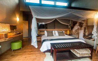 Rhino-Ridge-Safari-lodge-SAFARI-ROOM-FAMILY-INT-1-Guy-Upfold