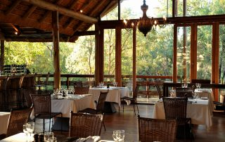 Thakadu-River-Lodge-Dining-room