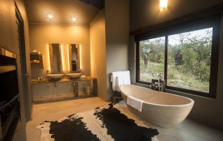 Rhino-Ridge-Safari-Bush-Villa-Honeymoon-Villa-bathroom-Guy-Upfold