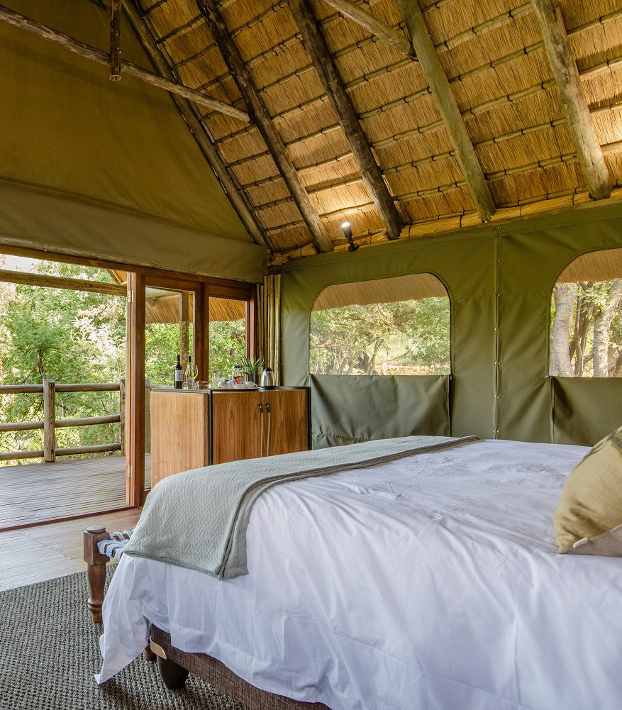 Humala-River-Lodge-Thatched-Tentent