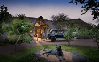 RockFig-Safari-Lodge_Welcome-at-entranc