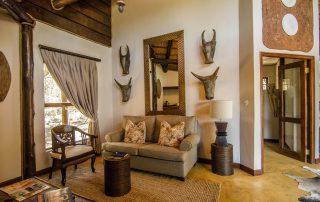 Amakhosi-Safari-Honemoon-suite-lounge