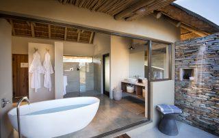 RockFig-Safari-Lodge_Bathroom