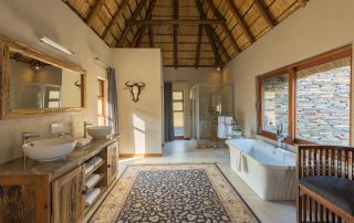 Arathusa-Safari-Lodge - bathroom suite