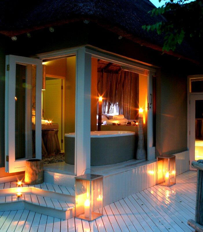 Clifftop-Exclusive-Safari-Hideaway-Suite-Bedroom-from-Deck