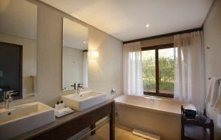Southern-Camp-Suite-bathroom