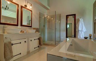 BlueGum_Leopard-room-bathroom