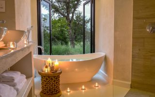 Lion-Sands-River-Lodge-Luxury-Room-Bathroom