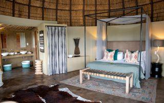 Gondwana-Kwena-Lodge-Room-Honemoon-suite