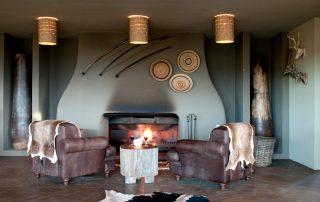 Gondwana-Kwena-Lodge-Bar-Fire-Place