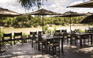 Simbavati-river-lodge-outdoor-dining