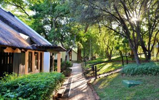 Kwa-Maritane-Bush-Lodge_Exterior_Rooms