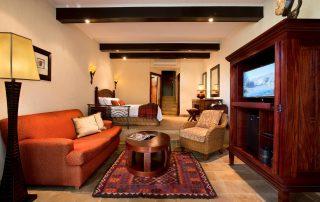 Kwa-Maritane-Studio-Room-Lounge