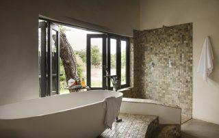 Simbavati-river-lodge-Suite-Bathrooms