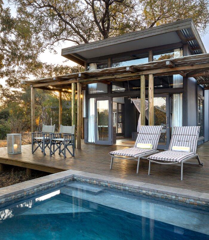 Simbavati-River-Lodge-pool-suite