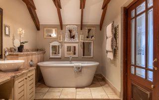 Olivers-Luxury-Loft-Room-09-bathroom
