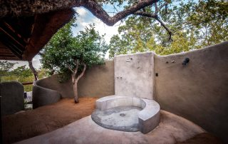 Little-Garonga-Xscape4u-outdoor-shower-makalali-Game-reserve-ClaireBirtwhistle-