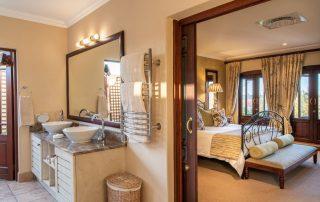 Olivers-executive-suite07-bathroom