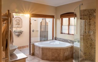 Olivers-executive-suite08-bathroom