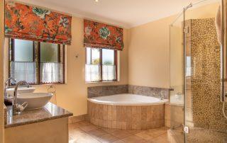 Olivers-Luxury-room-04-Bathroom
