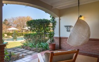 Olivers-Luxury-Room-04-verandah