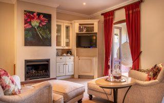 Olivers-Luxury-Room-05-Lounge