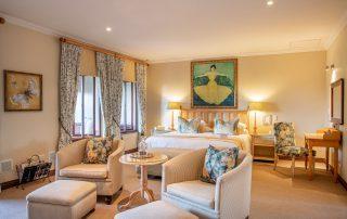 Olivers-Luxury-Room-06-Bedroom