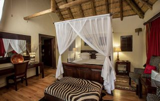 Umzolozolo-Xscape4u-honeymoon-suite-Nambiti-Game-Reserve