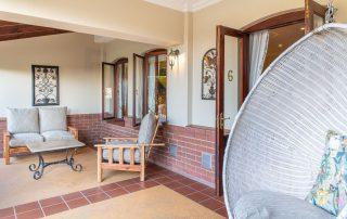 Olivers-Luxury-Room-06-verandah