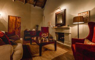 Hlosi-Game-Lodge-Xscape4u-Luxury-Suite-Lounge-Amakhala-Game-Reserve