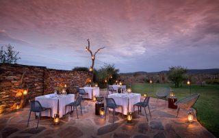Madikwe-Safari-Lelapa-Excape4u_Dining_Pool-Dining