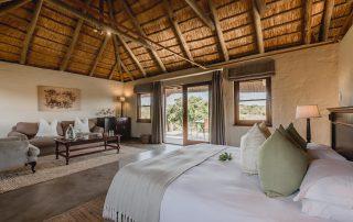 Hlosi-Game-Lodge-Xscape4u-Luxury-Suite-Amakhala-Game-Reserve