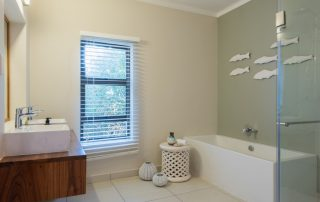 Grootbos-Garden-lodge-Xscap4u-cottage-10-first-bathroom-